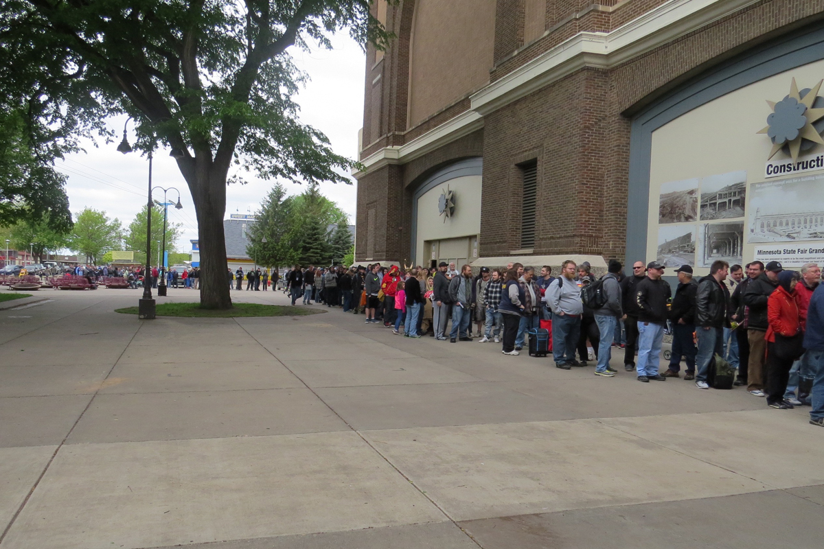 MSP ComiCon 2016 - The line just before 10am winding off into the distance.
